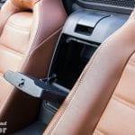 Compartimento entre los asientos del Fiat 124 Spider Lusso