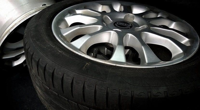 Dónde mirar la presión de los neumáticos