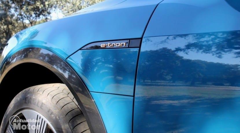 Audi e-tron tapa de carga
