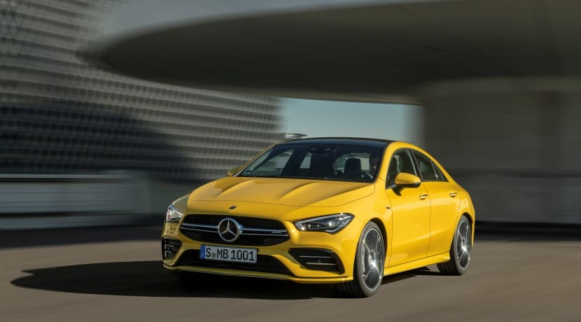 Mercedes-AMG CLA 35 4Matic frontal estacionado