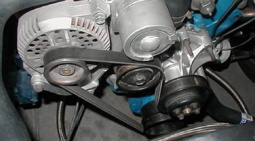 Correa auxiliar de un motor