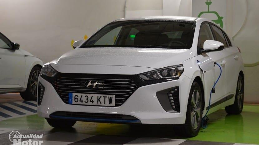 Prueba Hyundai Ioniq PHEV enchufado
