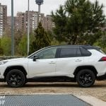 lateral del Toyota Rav4 2019 220H 4x2 Feel!