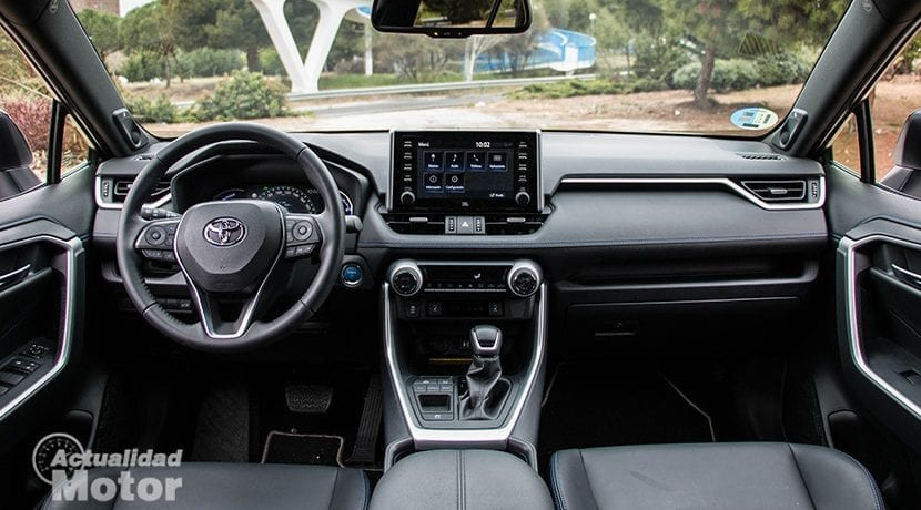 Interior del Toyota Rav4 2019 220H 4x2 Feel!