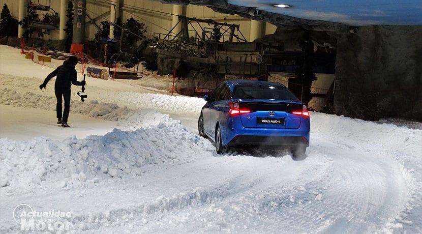 Toyota Prius AWD-i en nieve