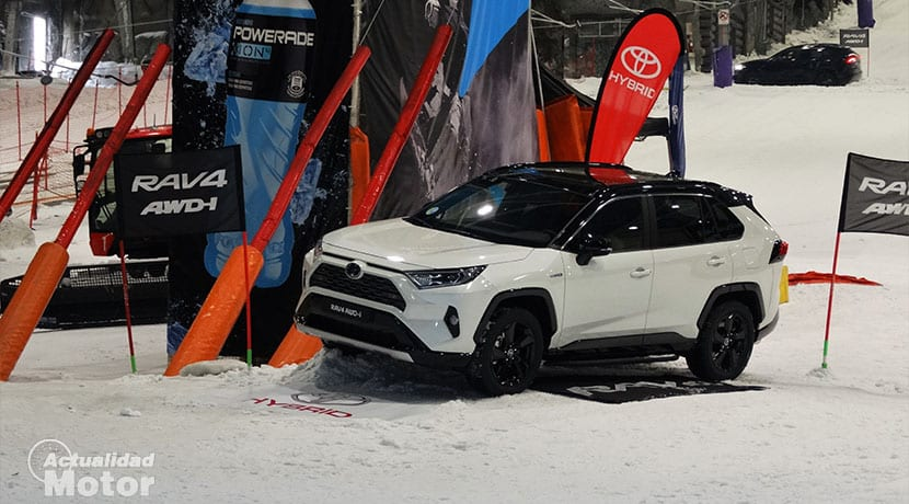 Toyota RAV4 AWD-i nieve