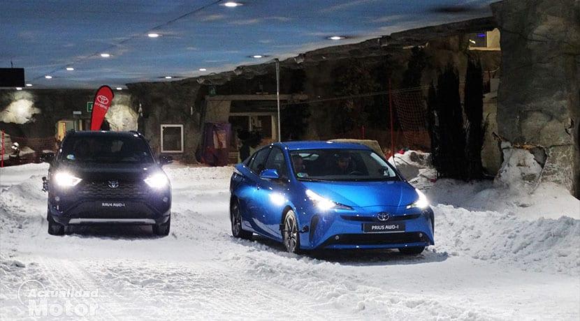 Toyota RAV4 AWD-i y Toyota Prius AWD-i en nieve