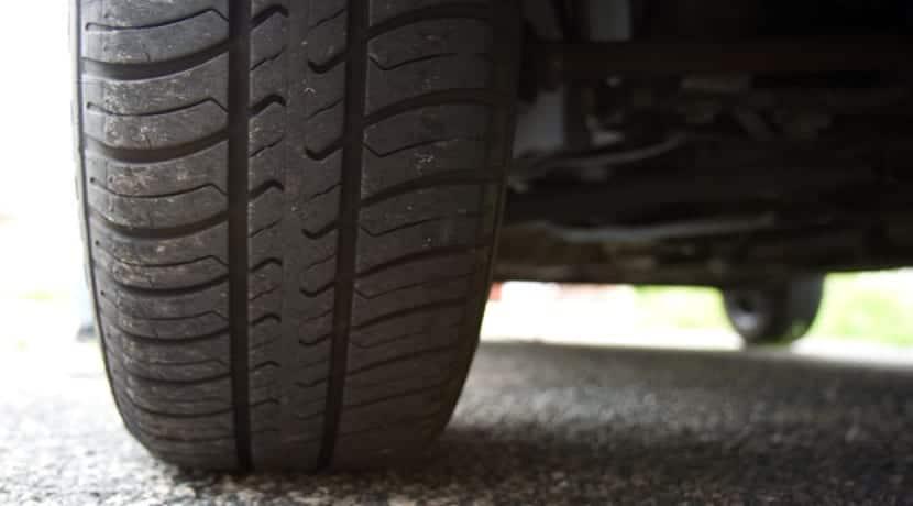 Neumático con dibujo simétrico