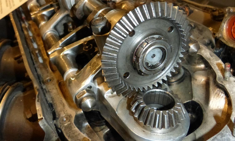 La distribución de un motor por ruedas dentadas es muy rara en turismos, por no decir inexistente