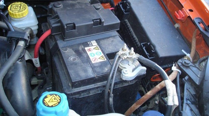 quitar la batería al tocar la electricidad del coche