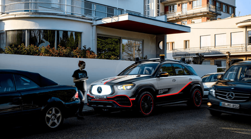 Pantalas digitales exteriores de Mercedes