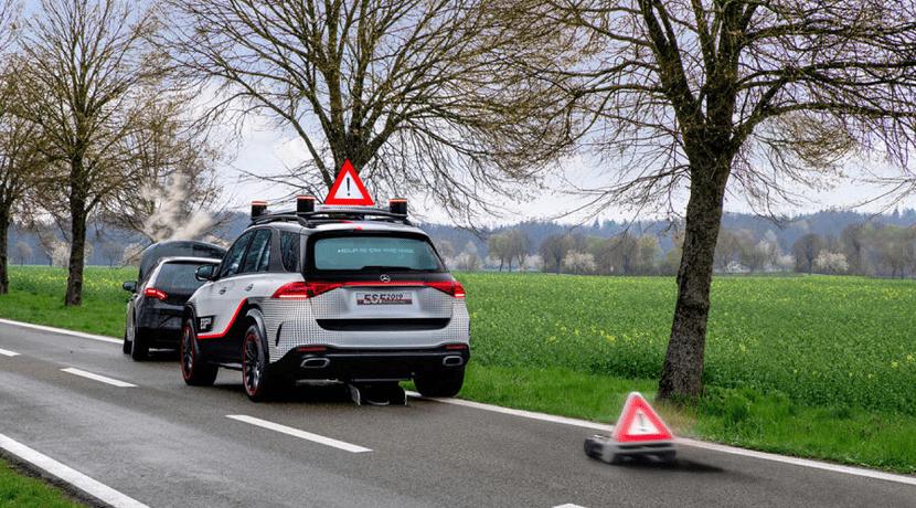 Robot autónomo con triángulo de emergencia de Mercedes