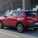 Opel Grandland X Hybrid4 perfil trasero