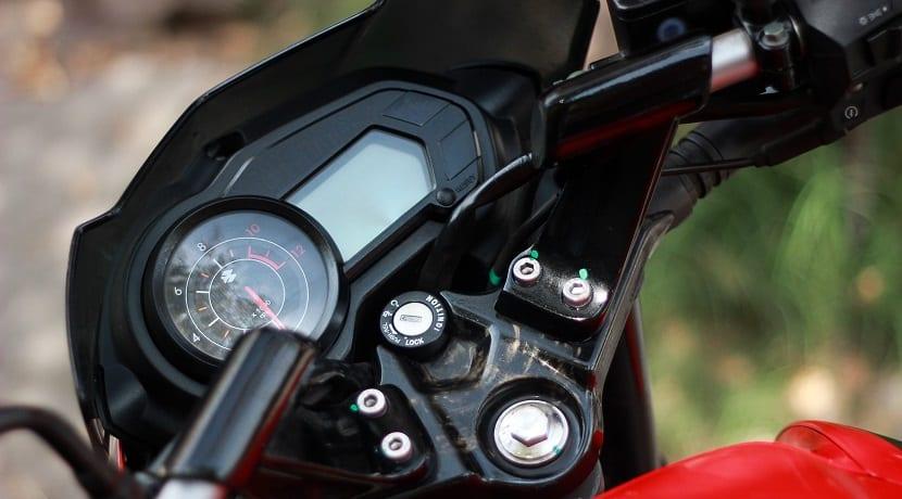 Reparar rayones en cúpula y tablero de la moto