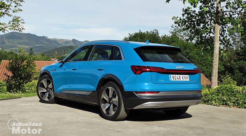 Prueba Audi e-tron perfil trasero