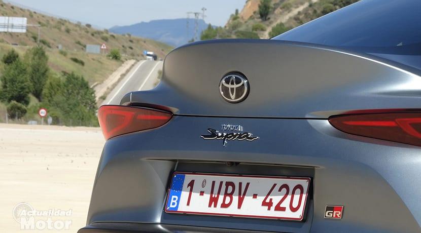 Toyota GR Supra logo trasero