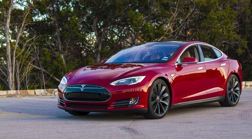 Tesla Model S P85 de 2013. Cuando Apple supuestamente quiso comprar Tesla