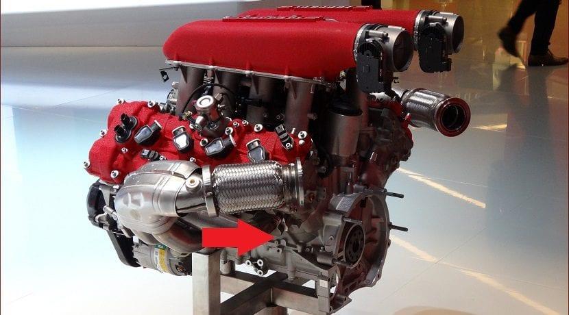 Bancada de un motor con los cilindros en V