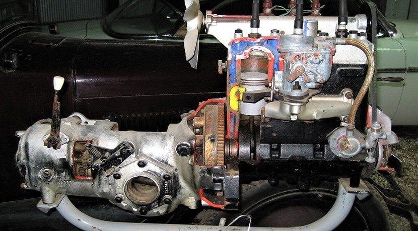 Motor de dos tiempos en un coche clásico
