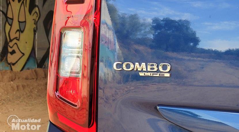 Opel Combo innovation inscripción trasera