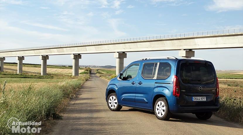 Perfil trasero del Opel Combo Life 130 CV