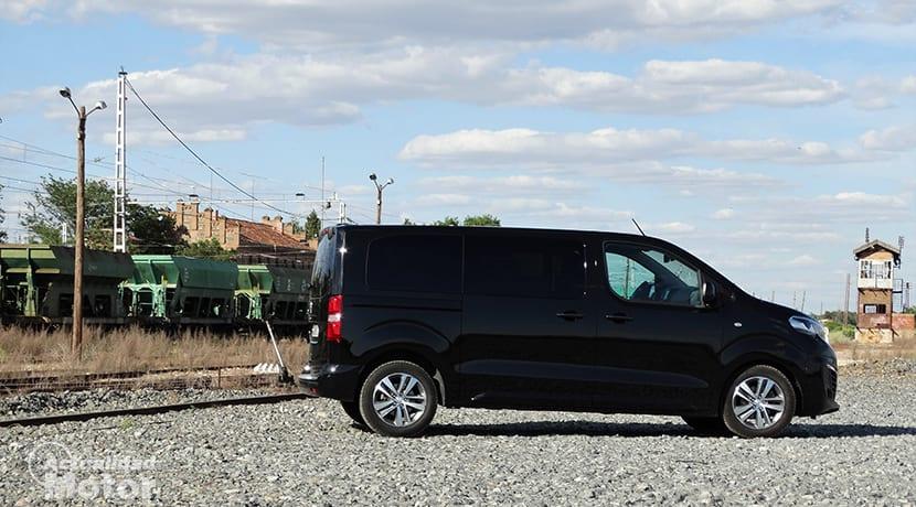 Prueba Peugeot Traveller lateral