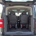 Prueba Peugeot Traveller maletero con tres filas posición un poco adelantada