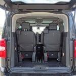 Prueba Peugeot Traveller maletero con tres filas posición más retrasada