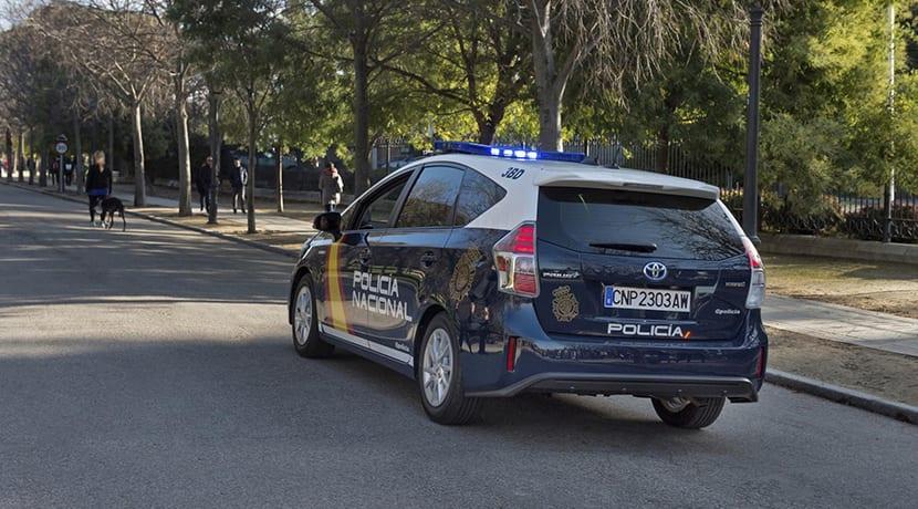 Toyota Prius+ Policía Nacional parte trasera
