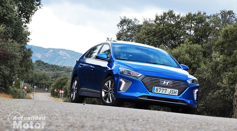Técnica conducción para ahorrar dinero en coches híbridos