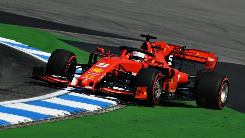 Ferrari de Vettel deslizando en curva de GP de Alemania F1 2019