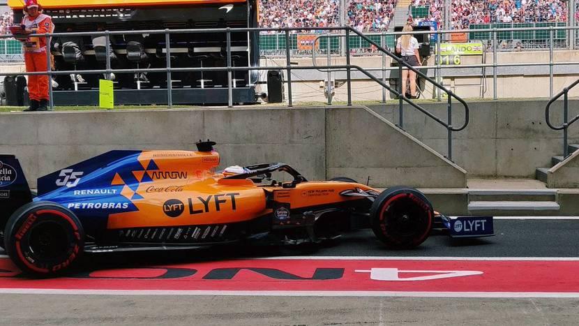 McLaren MCL34 en el pitlane de Silverstone