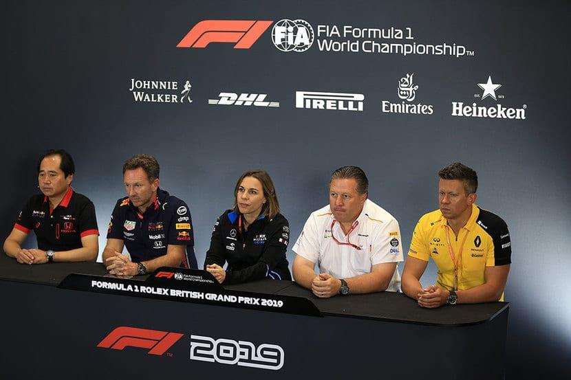 Jefes de equipos en rueda de prensa