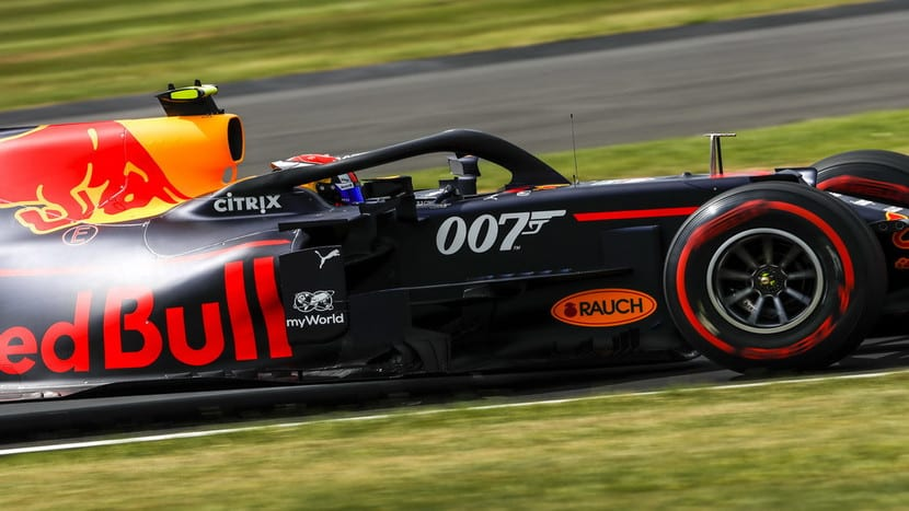 Red Bull con pegatina 007 en SIlverstone 2019