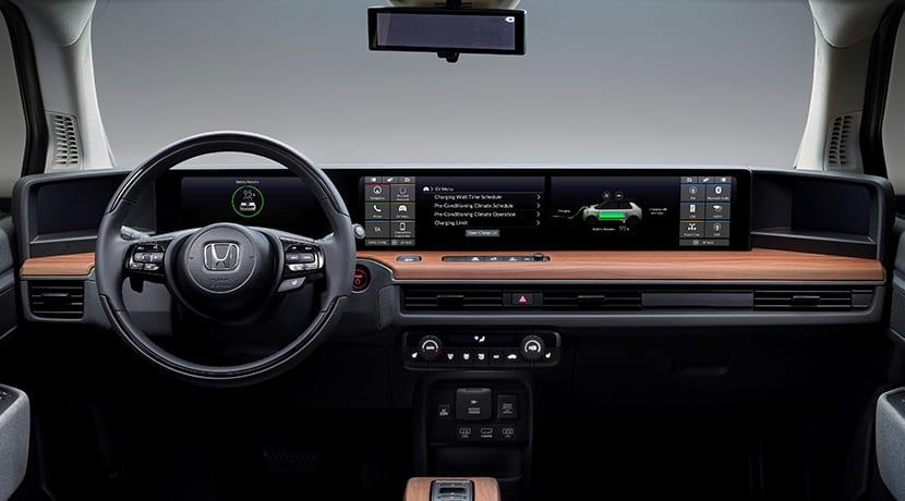 Salpicadero del Honda e con seis pantallas