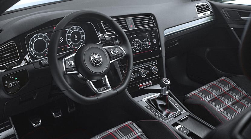 Volkswagen Golf GTI The Original interior