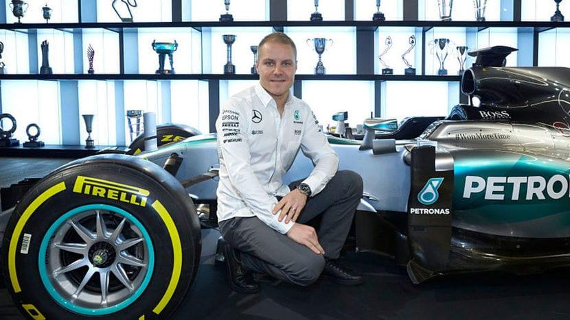 Bottas junto al Mercedes F1