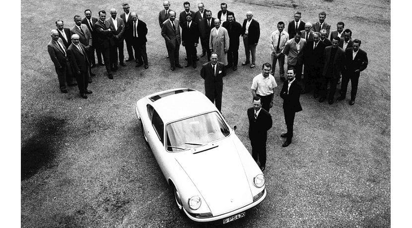 Ferdinand Piech y el resto del equipo que desarrolló el Porsche 901