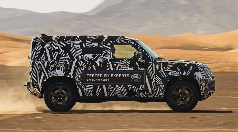 Lateral del Nuevo Land Rover Defender camuflado
