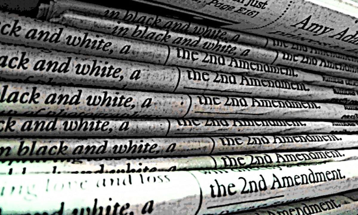 Cubrir el suelo con periódicos o papel de cocina es una buena forma de detectar una fuga