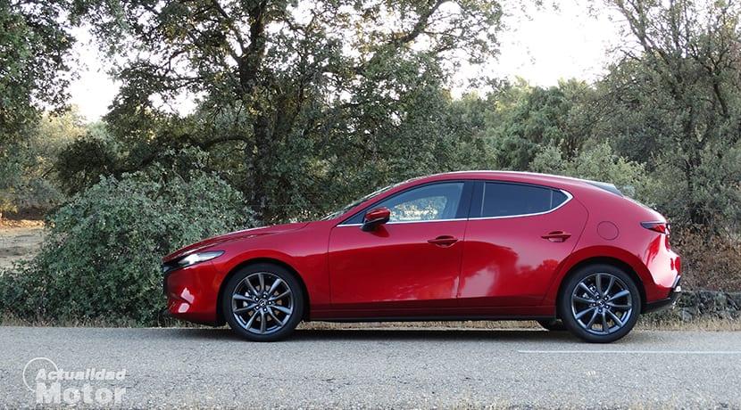 Prueba Mazda3 lateral Zenith Skyactiv-G 122 CV