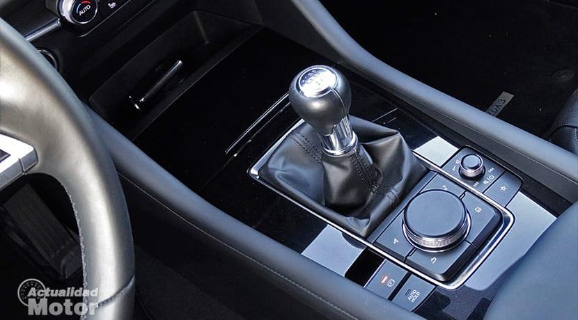 Mazda 3 botones control pantalla central