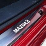 Detalle estribo lateral Mazda3