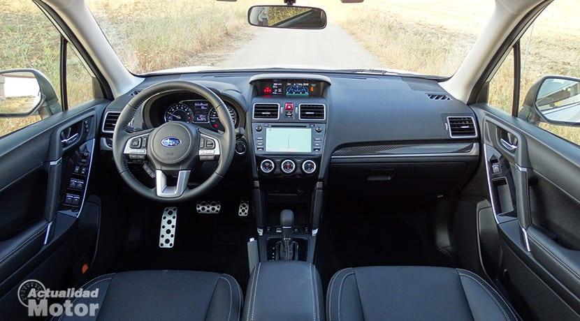 Prueba Subaru Forester GLP 150 CV Executivo salpicadero