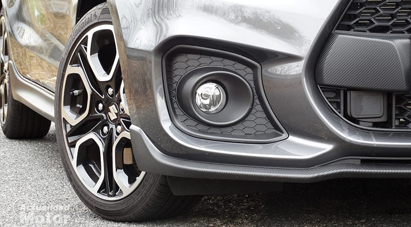 Detalle llanta, antinieblas, sensor frontal Suzuki Swift Sport