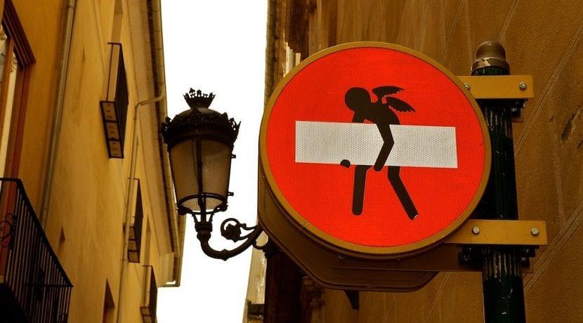 Cuidado en el examen con las señales de prohibido el paso
