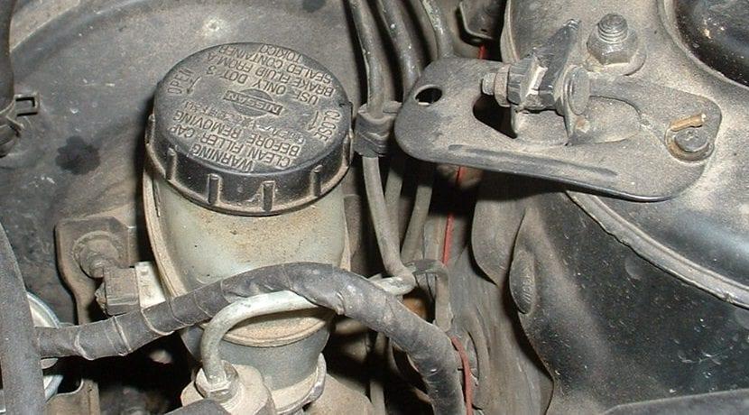 Tanque del líquido de frenos o cilindro maestro