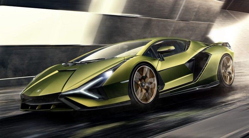 Lamborghini híbrido en movimiento