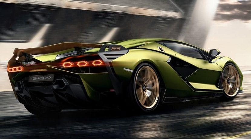 Alerón desplegado del Lamborghini híbrido