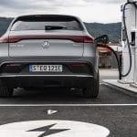 Mercedes-Benz EQC cargando trasera